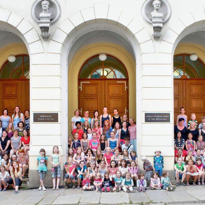 Jahrgangsfoto Der Schola Cantorum 2013 Vor Der Leipziger Petrischule Petrischule