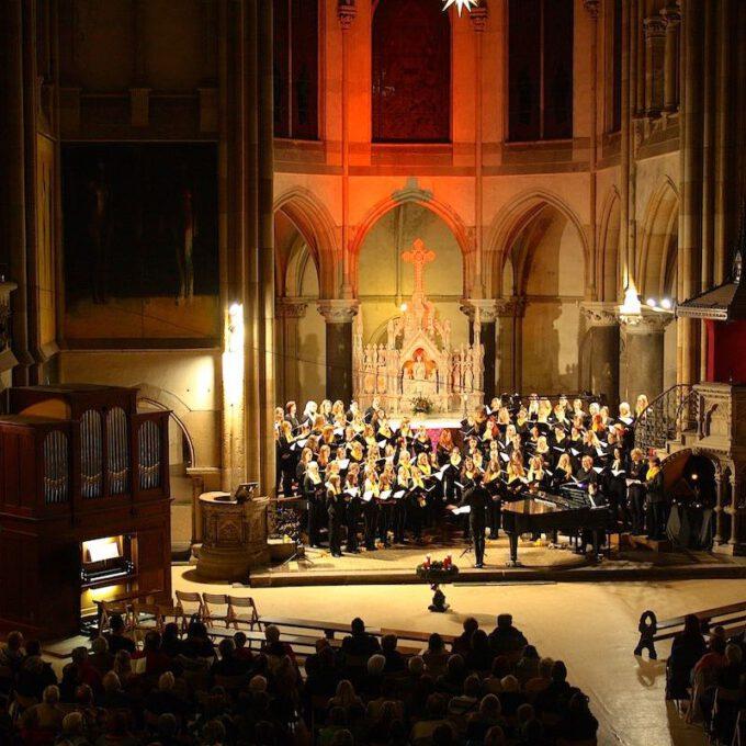 Weihnachtskonzert Mit Aktiven Und Ehemaligen Chormitgliedern In Der Peterskirche