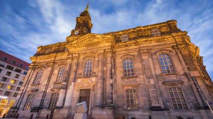 Außenansicht Der Dresdner Kreuzkirche Zur Blauen Stunde