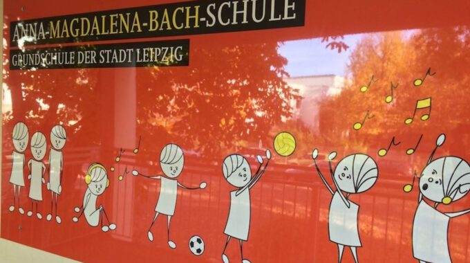 Eingang Zur Anna-Magdalena-Bach-Schule