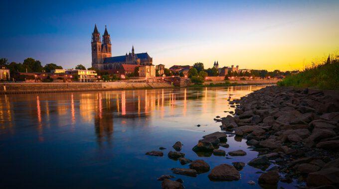 Magdeburg Mit Dom Bei Dämmerung