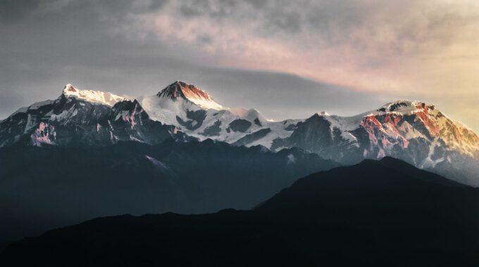 Gebirgszug Und Morgendlicher Sonnenaufgang In Nepal