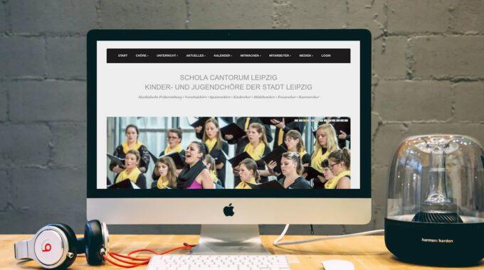 Die Ausgediente Webseite Der Schola Cantorum Wird Auf Einem Computerbildschirm Angezeigt.