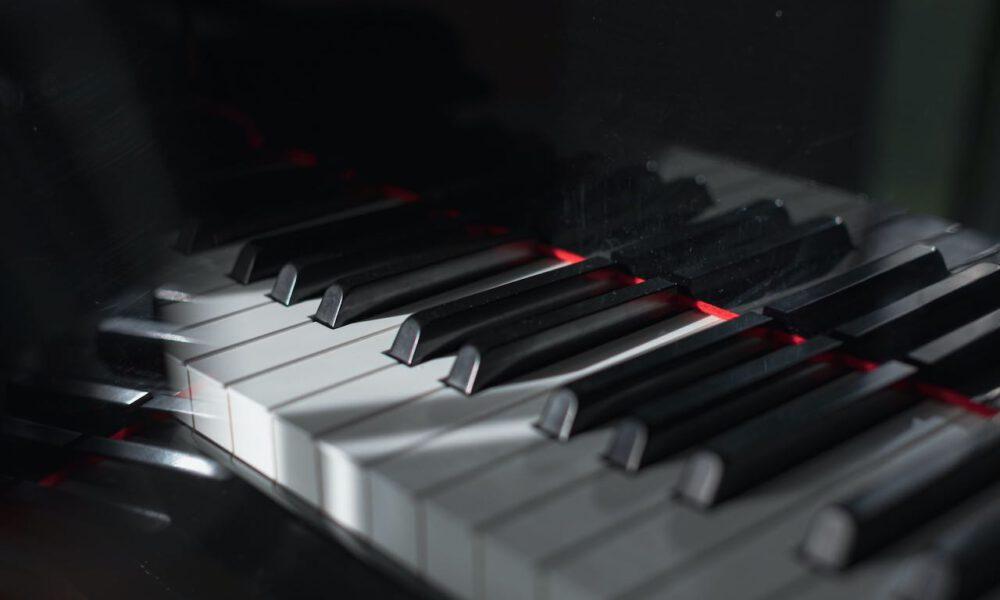 Licht- Und Schatteneffekte Auf Einer Klaviertastatur