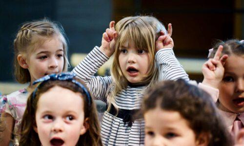 Die Kinder- Und Jugendchöre Der Stadt Singen Für Kinder In Not.