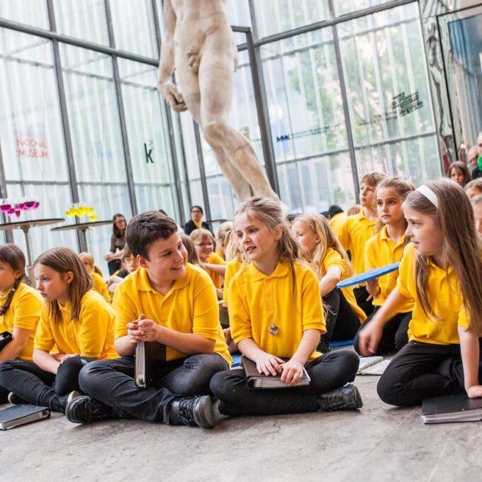 Mitglieder Des Kinderchores Im Leipziger Bildermuseum