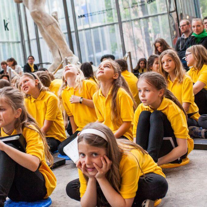 Mitglieder Des Kinderchores Im Bildermuseum Leipzig