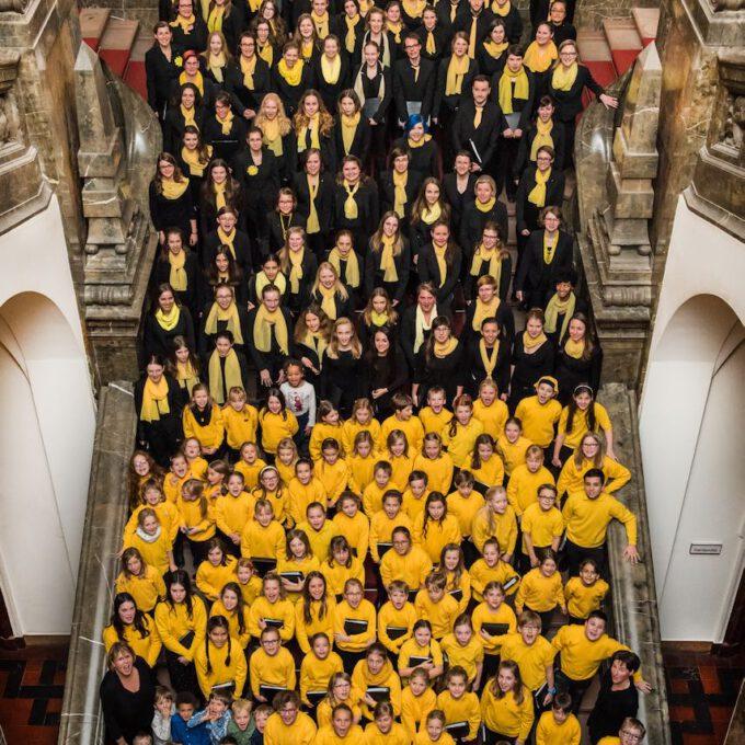 Jahrgangsfoto 2016 Mit 200 Sängerinnen Und Sängern Der Schola Cantorum Leipzig