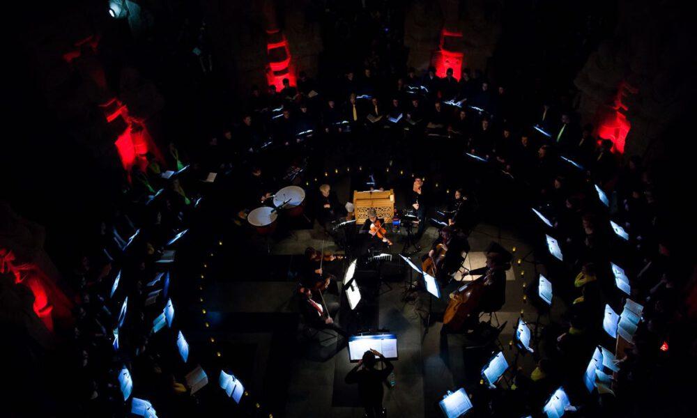 Kammerchor Der Stadt Leipzig Und Rudolf-Hildebrand-Schule Markkleeberg Mit Musik Von Vivaldi Im Festlich Erleuchteten Völkerschlachtdenkmal