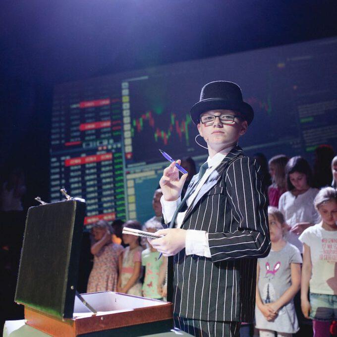 """Der Geschäftsmann In Der Kinderoper """"Der Kleine Prinz"""""""