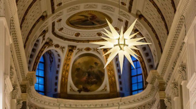 Adventsstern Im Altarraum Der Nikolaikirche Leipzig