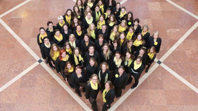 Mitglieder Des Mädchen- Und Frauenchores Der Schola Cantorum In Neuen Rathaus Leipzig
