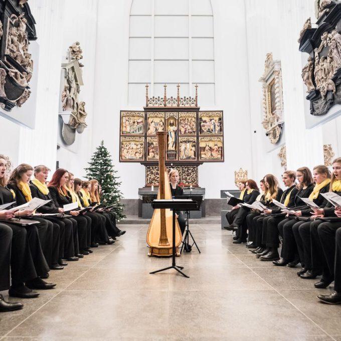 Mitglieder Des Mädchen- Und Frauenchores Während Einer Vesper In Der Leipziger Universitätskirche St. Pauli