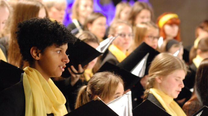 Mitglieder Aus Mädchen- Und Frauenchor In Der Peterskirche Leipzig