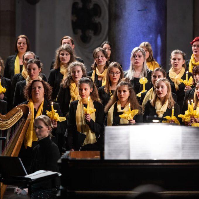 Traditionelles Weihnachtsmusik Des Diakonischen Werkes Mit Mädchen-, Frauen- Und Kammerchor Der Schola Cantorum LeipzigWeihnachtsliedersingen In Der Peterskirche