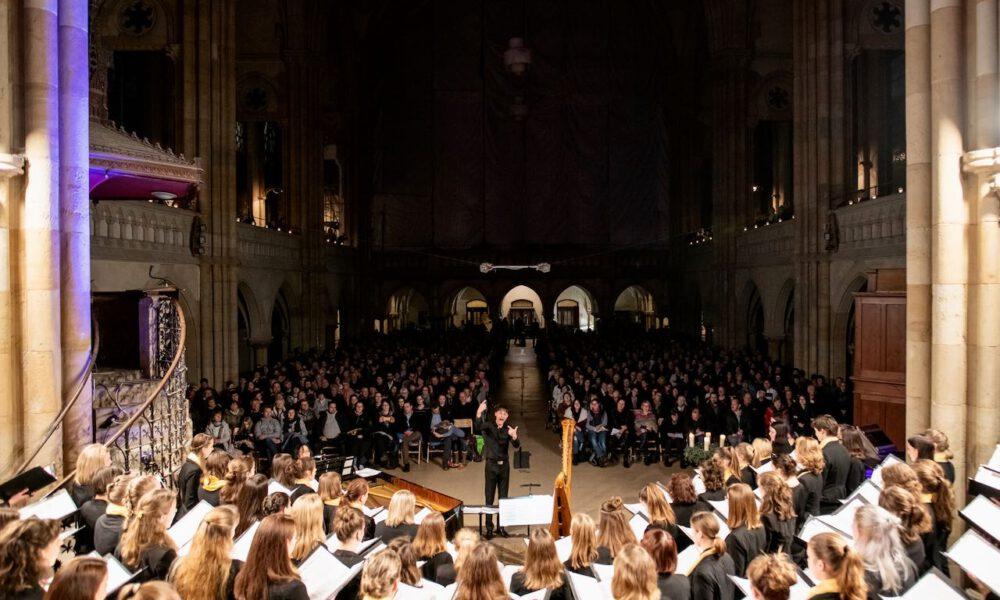 Traditionelles Weihnachtsliedersingen In Der Peterskirche