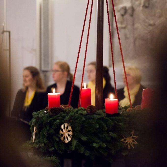 Weihnachtsmusik Des Diakonischen Werkes Mit Mädchen-, Frauen- Und Kammerchor Der Schola Cantorum Leipzig