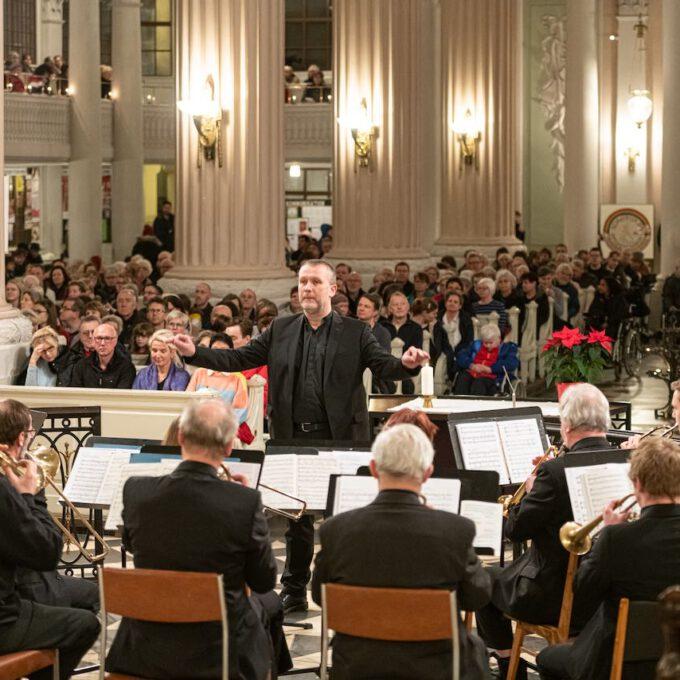 Weihnachtsmusik Des Diakonischen Werkes In Der Weihnachtlich Geschmückten Leipziger Nikolaikirche