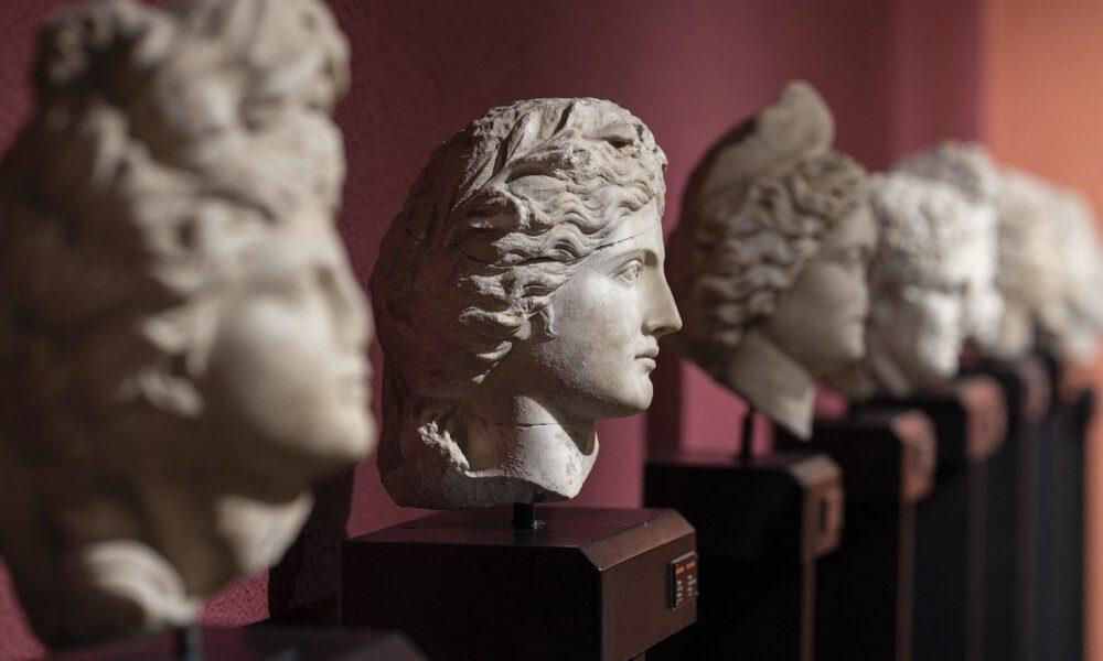 Mehrere Antike Büsten Im Museum