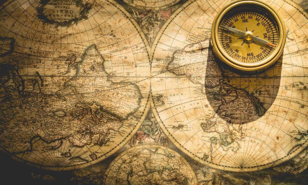 Antiker Kompass Und Historische Weltkarte