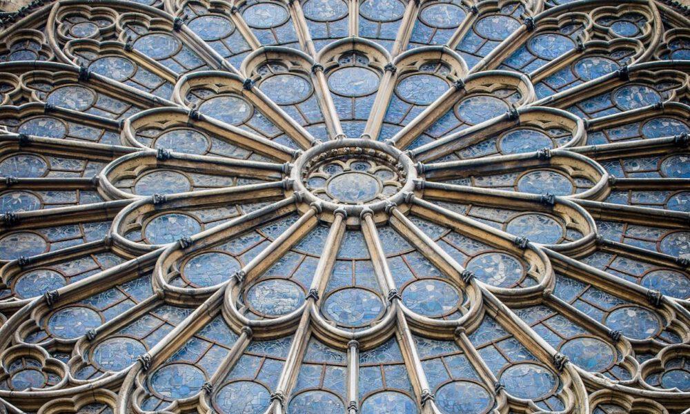Außenansicht Der Fensterrose Von Notre-Dame De Paris