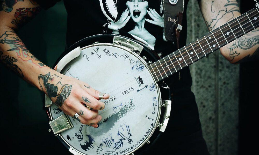 Ein Musiker Spielt Banjo
