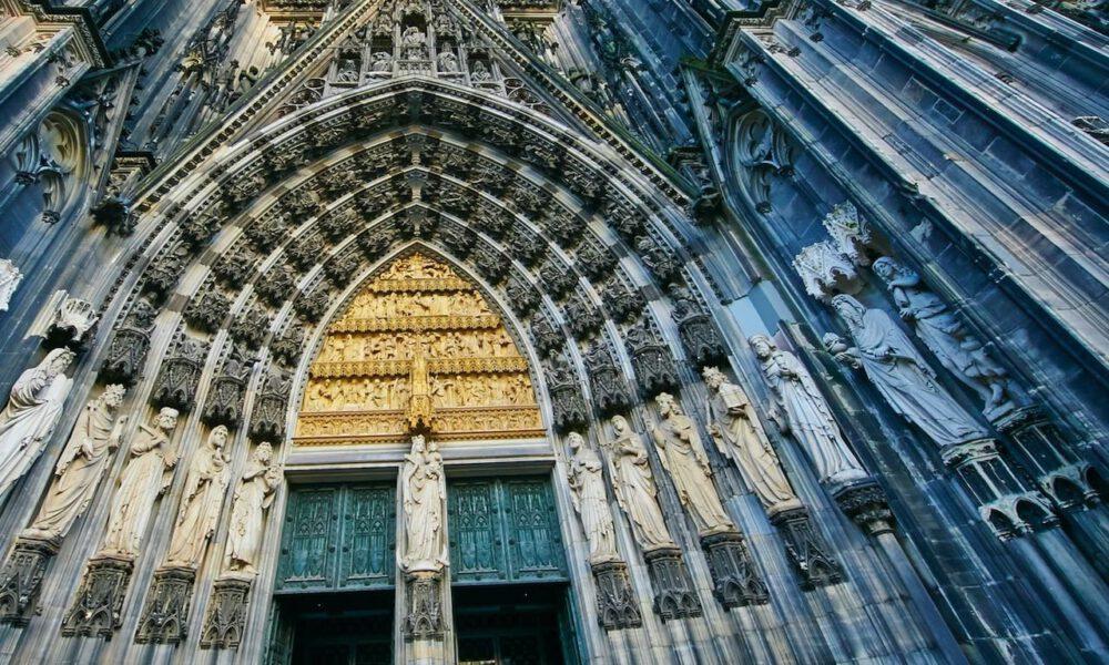 Steinmetzarbeiten Am Eingangsportal Des Kölner Doms