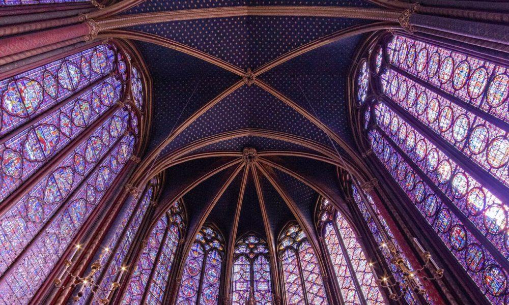 Der Lichtdurchflutete Chorraum Der Sainte-Chapelle Paris