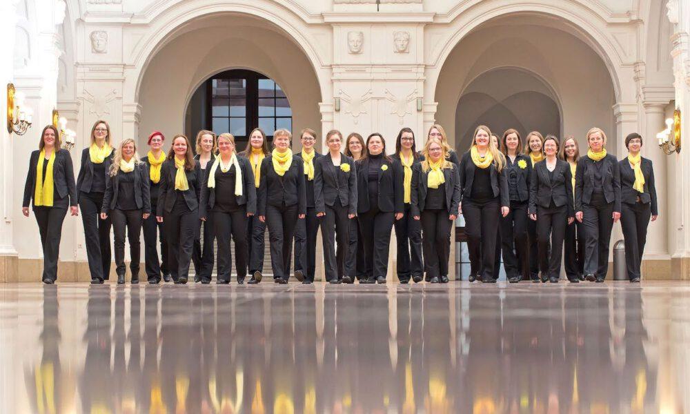 Mitglieder Des Frauenchores In Der Oberen Wandelhalle Des Neuen Rathauses