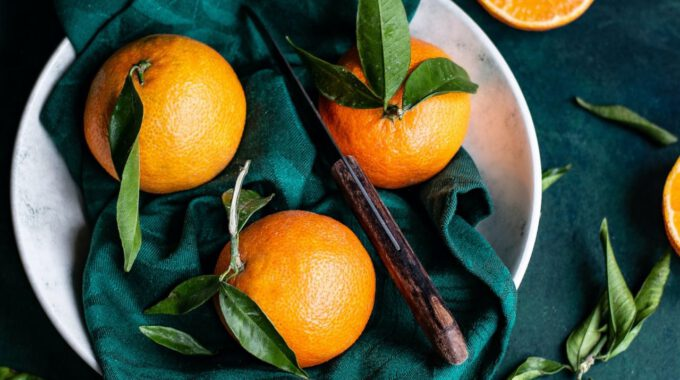 Frisch Geerntete Orangen In Einer Schale