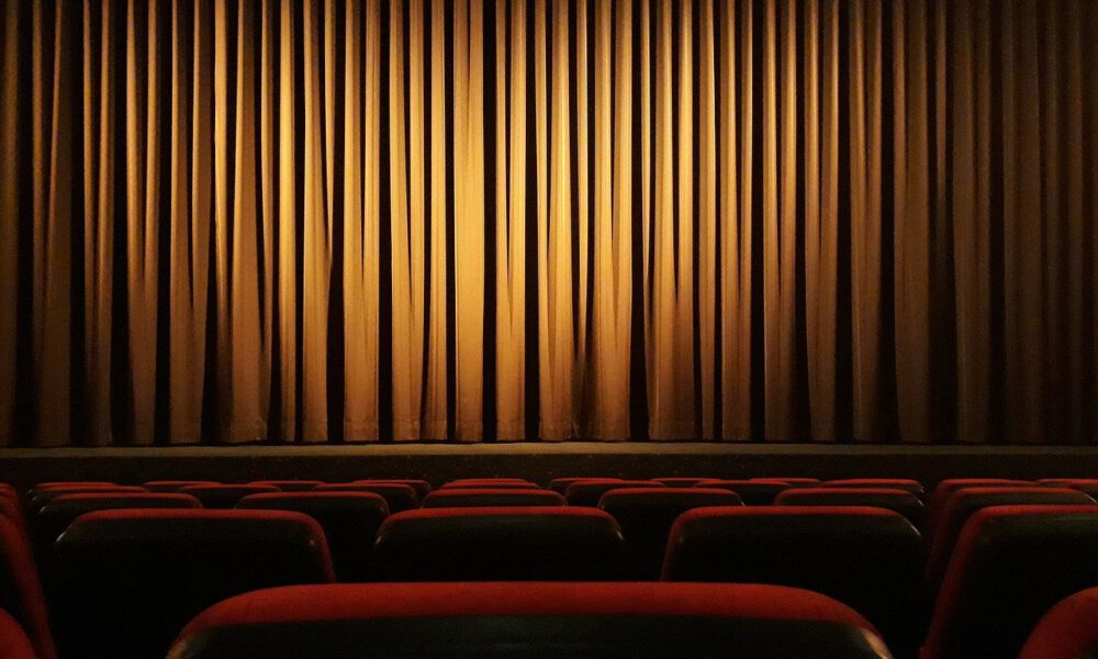 Geschlossener Kinovorhang