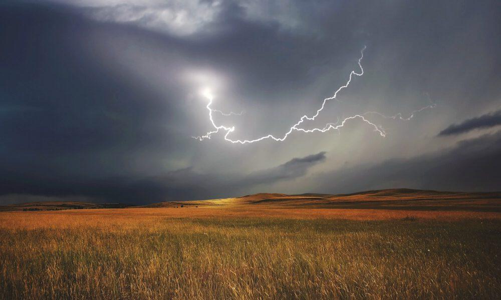 Gewitter Über Einem Getreidefeld