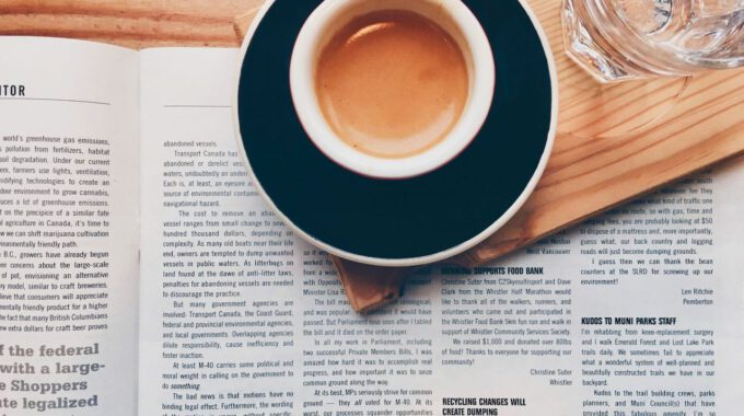 Morgenkaffee Und Tageszeitung