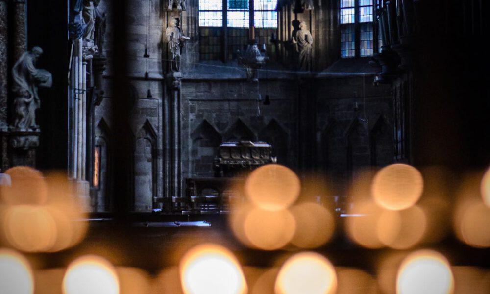 Kerzen Brennen Im Wiener Stephansdom