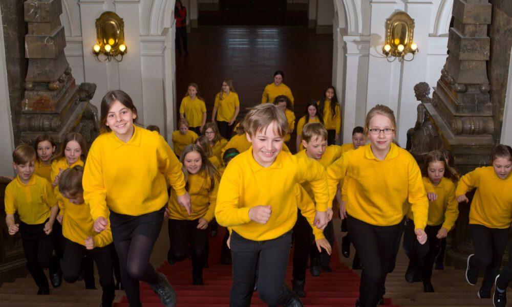 Mitglieder Des Kinderchores Im Neuen Rathaus