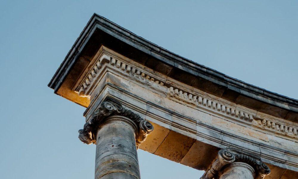 Klassizistische Säulenkapitelle In Potsdam