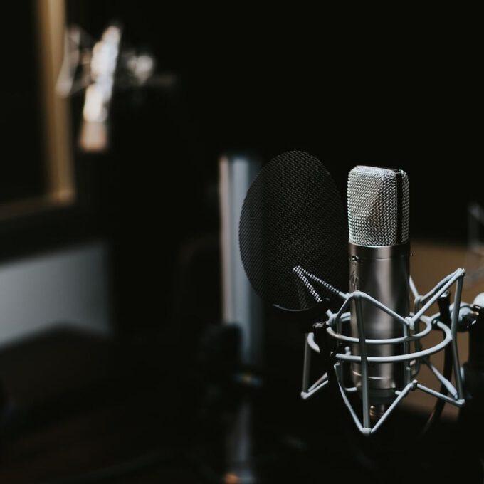 Kondensator-Mikrofon In Einem Aufnahmestudio