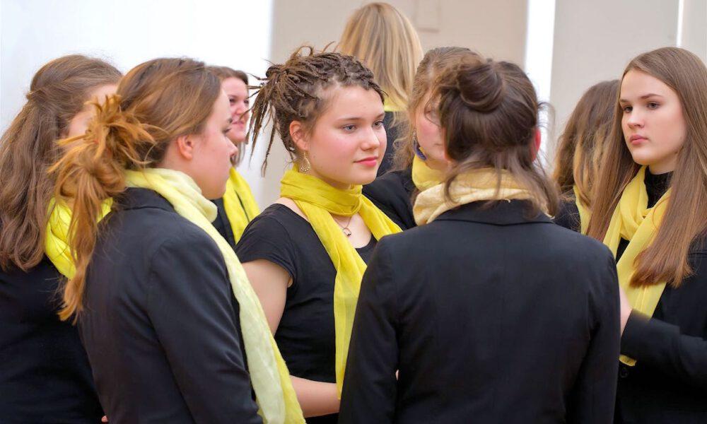Mitglieder Des Mädchenchores In Der Oberen Wandelhalle Des Neuen Rathauses