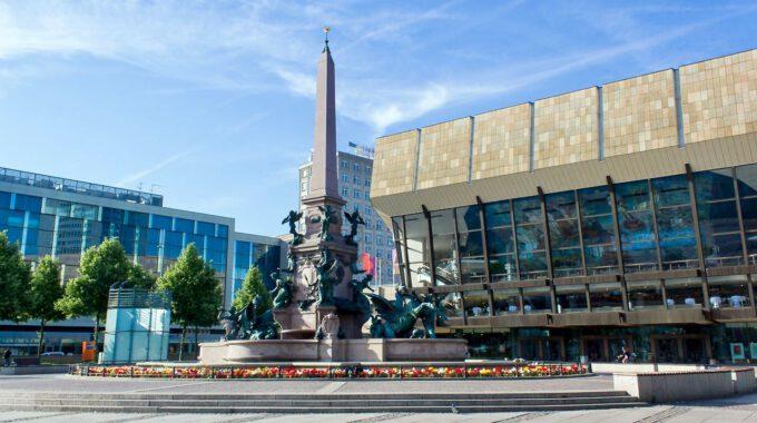 Mendebrunnen Und Gewandhaus Leipzig
