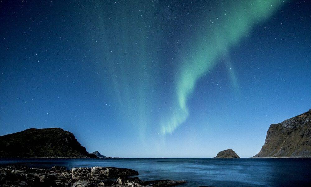Nordlichter Am Himmel - Aufgenommen Auf Den Lofoten