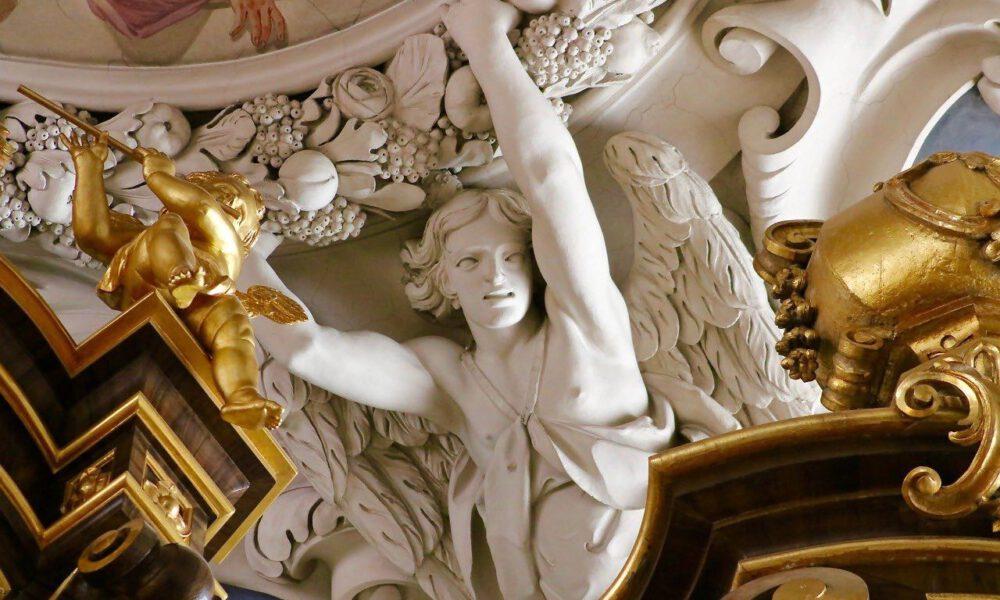 Barocker Schmuck An Der Decke Des Passauer Doms