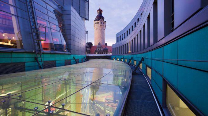 Petersbogen - Blick Zum Neuen Rathaus