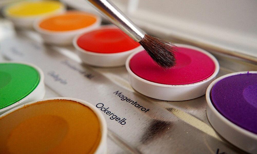 Pinsel Und Verschiedene Wasserfarben