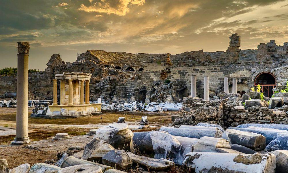 Ruine Des Römischen Theaters In Der Altstadt Von Side (Türkei)