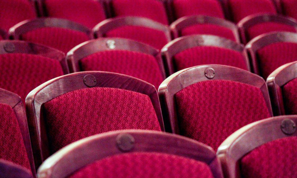 Rote, Nummerierte Theaterbestuhlung