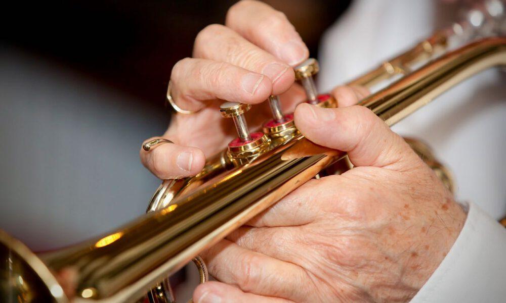 Ein Musiker Spielt Schalmei