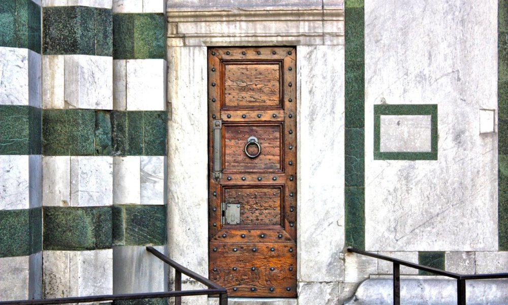 Seiteneingang Mit Grün-weißer Marmorfassade Des Florenzer Doms