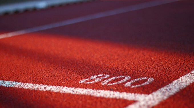 800-Meter-Marke Einer Tartanbahn