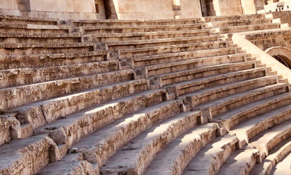 Verwitterte Stufen Eines Antiken Theaters