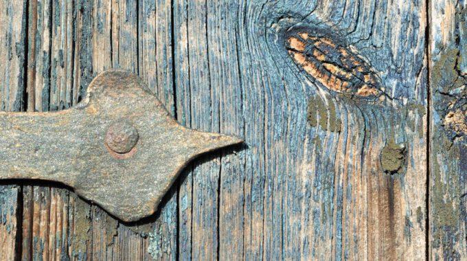 Verwittertes Holz Mit Türbeschlag